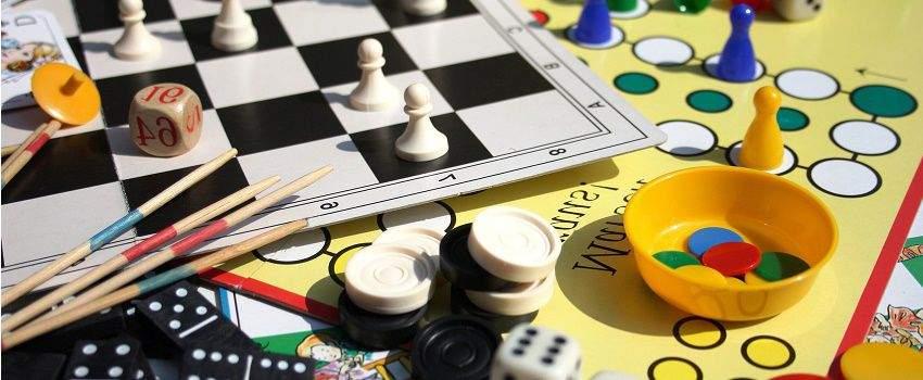 jeux-de-societe-soiree-en-famille-post