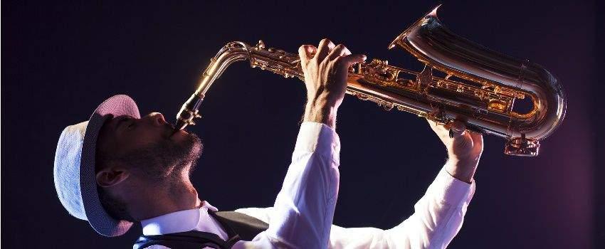 jouer-instrument-de-musique-post