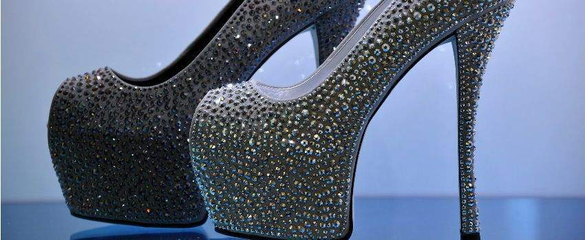 zoom-chaussures-a-clous-post
